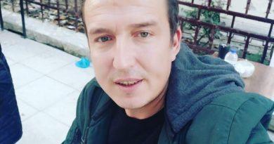 Merhaba ben yavuz yaş 39 Manisa'dan sarışın yeşil gözlüyum benimle çılgınlık yapmak gezmek eğlenmek isteyen bayanlar burdayım olursa anlaşırsak ciddi beraberlik Manisa İzmir tercihimdir 05536275898